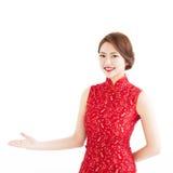 Año Nuevo chino feliz, mujer con mostrar gesto Fotografía de archivo libre de regalías