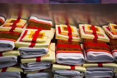 Año Nuevo chino, festival de linterna, aduanas populares taiwanesas, bendiciendo ceremonia, papel de oro usado por rezo Fotografía de archivo