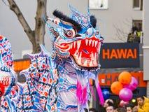 Año Nuevo chino París 2019 Francia - baile del dragón imagen de archivo libre de regalías
