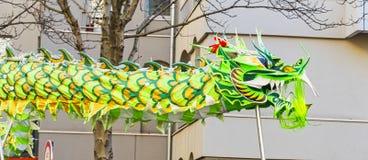 Año Nuevo chino París 2019 Francia - baile del dragón imagenes de archivo