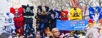 Año Nuevo chino París 2019 Francia - baile del león foto de archivo libre de regalías
