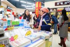 Año Nuevo chino que se acerca, el paisaje del interior de la tienda Fotos de archivo