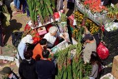 Año Nuevo chino: Vendedor de Hong Kong Flower Market que vende ramos Fotos de archivo libres de regalías