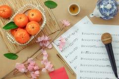 Año Nuevo chino y lunar de la opinión superior de la tabla con concepto del papel de nota de la hoja de música Fotos de archivo