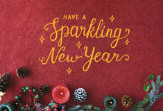 Año Nuevo chispeante en fondo rojo Fotografía de archivo