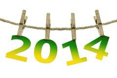 Año Nuevo 2014, colgando en la cuerda para tender la ropa en el fondo blanco Foto de archivo libre de regalías