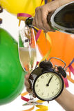 Año Nuevo con champán y el reloj Imágenes de archivo libres de regalías