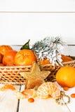 Año Nuevo con las mandarinas y las ramas spruce Foto de archivo