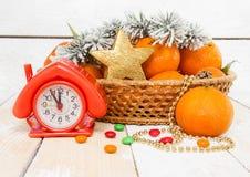 Año Nuevo con las mandarinas y las ramas spruce Imagenes de archivo