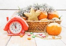 Año Nuevo con las mandarinas y las ramas spruce Fotos de archivo libres de regalías