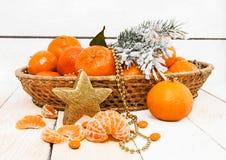 Año Nuevo con las mandarinas y las ramas spruce Imágenes de archivo libres de regalías