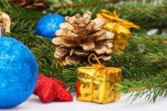 Año Nuevo, conos, bolas de la Navidad, la Navidad Fotografía de archivo