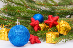 Año Nuevo, conos, bolas de la Navidad, la Navidad Imagen de archivo