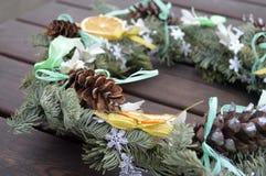 Año Nuevo de la decoración de la guirnalda de la Navidad Imagen de archivo libre de regalías