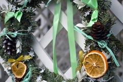Año Nuevo de la decoración de la guirnalda de la Navidad Imágenes de archivo libres de regalías