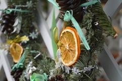 Año Nuevo de la decoración de la guirnalda de la Navidad Foto de archivo libre de regalías
