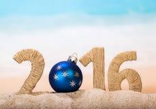 Año Nuevo de la inscripción de los juguetes de la Navidad encendido Imagenes de archivo