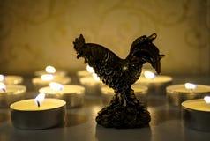 Año Nuevo de la luz de una vela del gallo Imagenes de archivo
