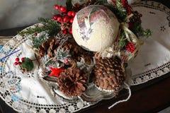 Año Nuevo de la Navidad - cesta con los regalos Fotografía de archivo libre de regalías