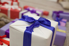 Año Nuevo de la tela escocesa de muchos regalos de la Navidad Fotografía de archivo