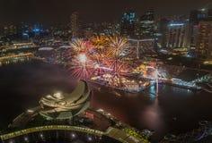 Año Nuevo de Marina Bay /Lunar de los fuegos artificiales Foto de archivo libre de regalías