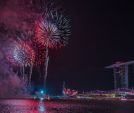 Año Nuevo de Marina Bay /Lunar de los fuegos artificiales/Año Nuevo Fotos de archivo libres de regalías
