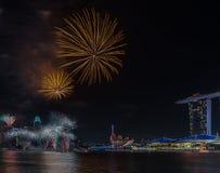 Año Nuevo de Marina Bay /Lunar de los fuegos artificiales/Año Nuevo Imagen de archivo libre de regalías