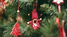 Año Nuevo, decoraciones hermosas de la Navidad en un centelleo de las guirnaldas del fondo almacen de video
