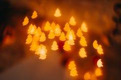 Año Nuevo del bokeh rojo de oro y decoraciones de la Navidad, defocused Fotos de archivo libres de regalías