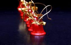 Año Nuevo del tintineo rojo de la decoración de las campanas de la Navidad de Navidad Fotografía de archivo