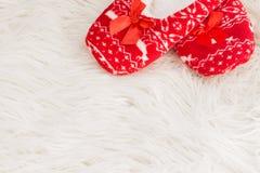 Año Nuevo, deslizadores de la Navidad en la piel suave blanca Divertido, divertido, acogedor Foto de archivo