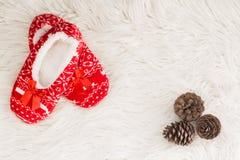 Año Nuevo, deslizadores de la Navidad en la piel suave blanca Divertido, divertido, acogedor Imagenes de archivo
