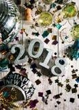 Año Nuevo: El mirar abajo la tabla del partido para NYE Imagenes de archivo