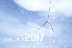 Año Nuevo 2017 en el cielo azul con la turbina de viento del viento Foto de archivo libre de regalías