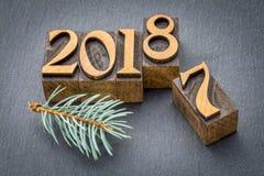 Año Nuevo 2018 en el tipo de madera Imagen de archivo