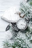 Año Nuevo en fondo de madera con cierre del reloj para arriba Foto de archivo