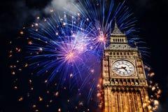 Año Nuevo en la ciudad - Big Ben con los fuegos artificiales Imagen de archivo libre de regalías
