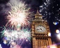 Año Nuevo en la ciudad - Big Ben con los fuegos artificiales Fotografía de archivo libre de regalías