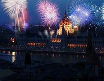 Año Nuevo en la ciudad - Budapest con los fuegos artificiales Fotografía de archivo