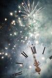 Año Nuevo en la medianoche - viejas luces del reloj y del día de fiesta Fotografía de archivo libre de regalías