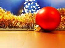 Año Nuevo en la mesa fotos de archivo