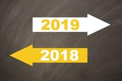 Año Nuevo 2019 en la pizarra fotos de archivo libres de regalías