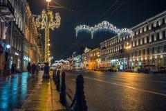 Año Nuevo en St Petersburg Prospekt de Nevskiy Imágenes de archivo libres de regalías