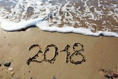 Año Nuevo 2018 escrito en arena Imagenes de archivo