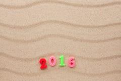 Año Nuevo 2016 escrito en el san Fotografía de archivo