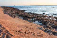 Año Nuevo 2015 escrito en la playa Fotos de archivo libres de regalías