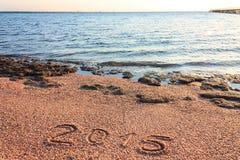 Año Nuevo 2015 escrito en la playa Fotografía de archivo libre de regalías