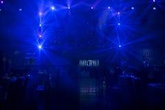 Año Nuevo, exposición, club nocturno, etapa iluminada del equipo de iluminación Fotografía de archivo