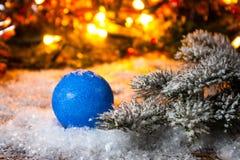 Año Nuevo, fondo de la Navidad con las decoraciones azules de la Navidad Imagen de archivo