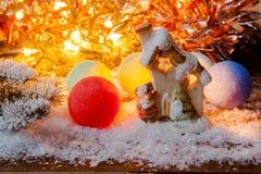 Año Nuevo, fondo de la Navidad Juegue la casa y la decoración de la Navidad en la nieve Fotos de archivo libres de regalías